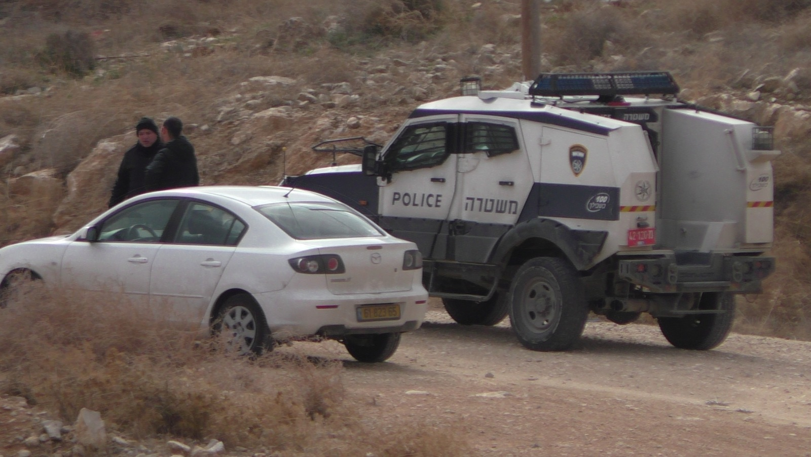 Policeman Speaking with the Israeli settler